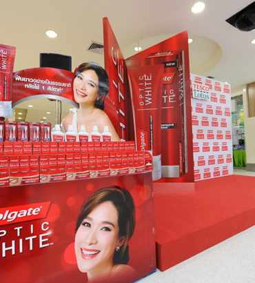 Colgate Optic White Roadshow @ tesco Lotus